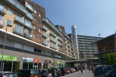 1 bedroom flat to rent - Camelia House, Tiley Road, Feltham, TW13