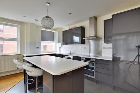 3 bedroom flat to rent - Sheraton House, Rockingham Road, Uxbridge UB8 2UB
