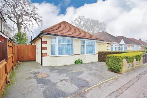 3 bedroom bungalow for sale - Weymans Avenue, Kinson, Bournemouth