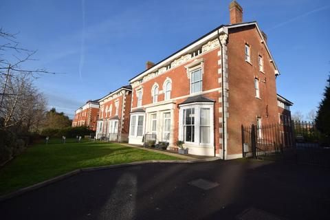 2 bedroom apartment to rent - Rocksborough House, Warwick Road