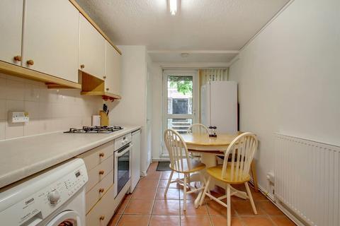 3 bedroom ground floor flat - Salisbury Walk N19