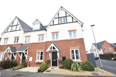 3 bedroom townhouse for sale - Beeby Way, Broughton