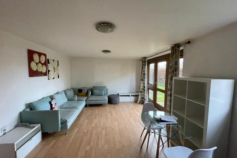 2 bedroom ground floor flat - Old Hall Gardens, Shirley