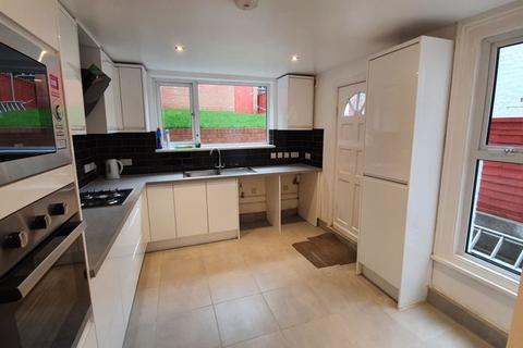 3 bedroom terraced house to rent - Cantwell Road, Plumstead, London SE18