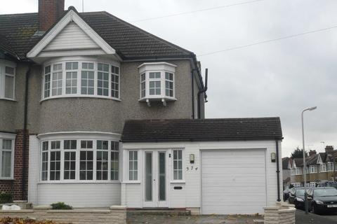 3 bedroom semi-detached house - Victoria Road, South Ruislip