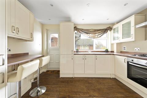 2 bedroom apartment for sale - The Chestnuts, Ladbroke Road, Horley, Surrey, RH6