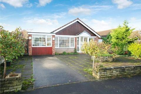 3 bedroom detached bungalow for sale - Melrose Crescent, Hale