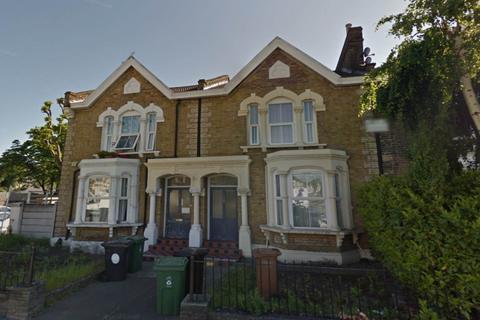 1 bedroom flat - Maybank House, Leyton, London