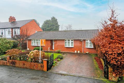 3 bedroom detached bungalow for sale - Lyndhurst Avenue, Davyhulme, Manchester, M41