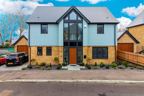 3 bedroom detached house for sale - South Cliff Place, Broadstairs, CT10
