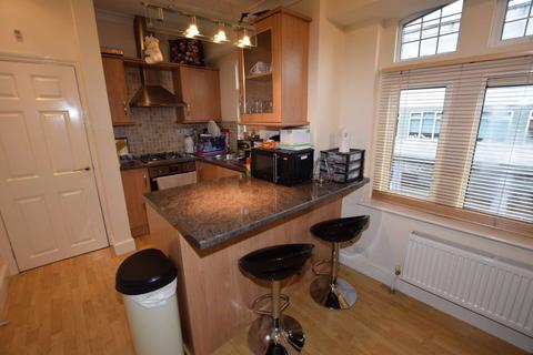 1 bedroom flat - High Road, London, N12