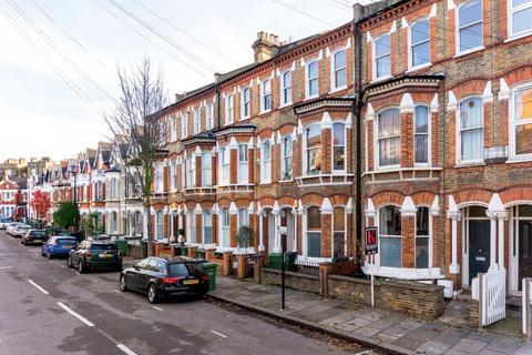 2 bedroom flat - Hemberton Road, SW9