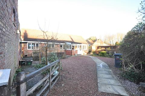 2 bedroom detached bungalow to rent - Naburn, York