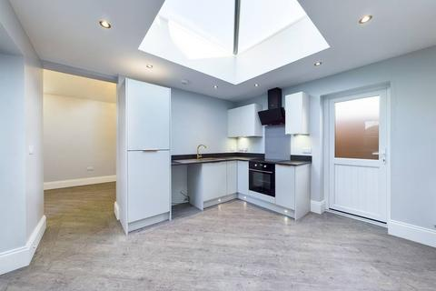 2 bedroom apartment to rent - Station Road, Beeston NG9