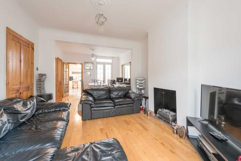 3 bedroom house - Malcolm Road, Woodside, South Norwood, London, SE25