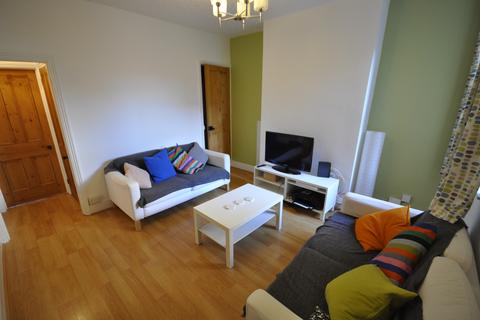 1 bedroom terraced house to rent - STUDENT ROOM TO LET IN PYBUS STREET INCLUSIVE OF BILLS