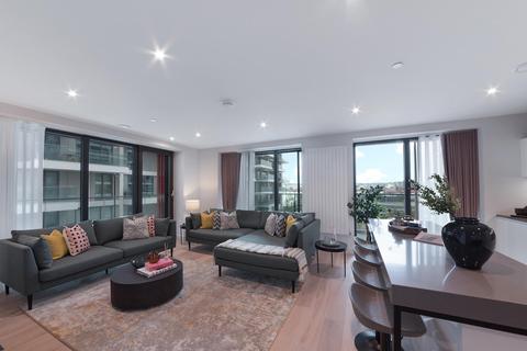 3 bedroom apartment - 17.05.04 James Cook Building, Royal Wharf, E16