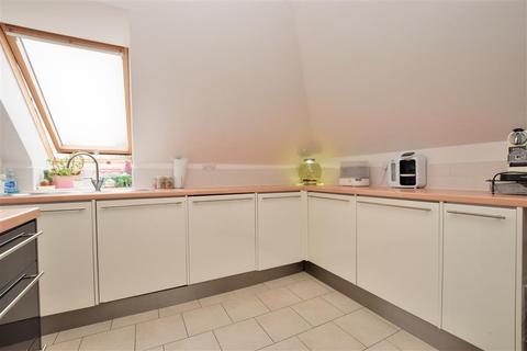 2 bedroom penthouse for sale - Woodcote Green, Wallington, Surrey