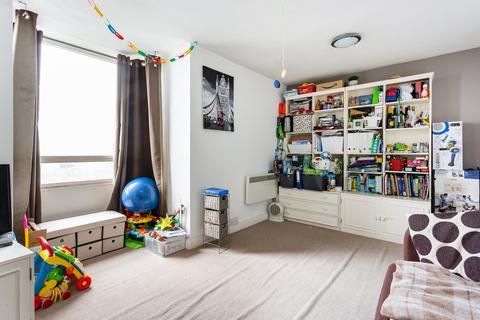 2 bedroom flat for sale - Bramlands Close, Battersea, SW11