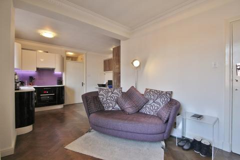 Studio to rent - Latymer Court, Hammersmith Road, Hammersmith, W6