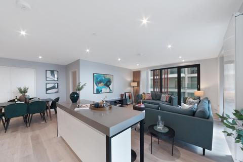 3 bedroom apartment - 17.04.04 James Cook Building, Royal Wharf, E16