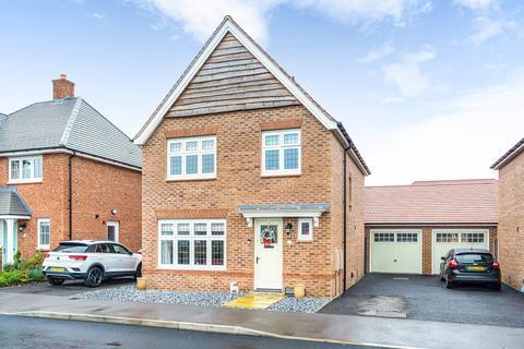 3 bedroom detached house for sale - Medlar Street, Weston Turville