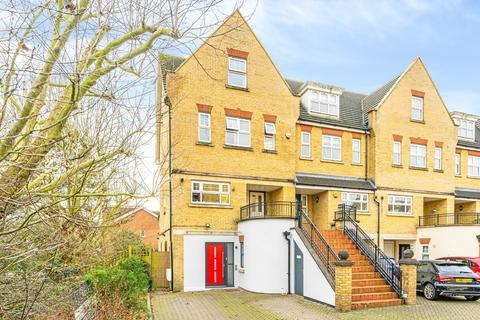 4 bedroom end of terrace house for sale - Osier Crescent, London