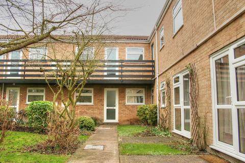 2 bedroom flat to rent - Regatta Court, Oyster Row, Cambridge, CB5