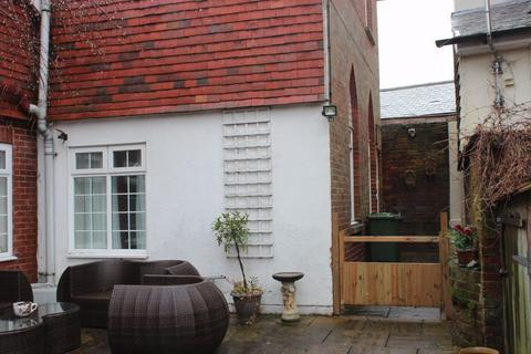 1 bedroom apartment to rent - One Bedroom Flat in a converted Chapel in Brenchley