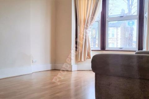 5 bedroom house to rent - Fairlop Road, London
