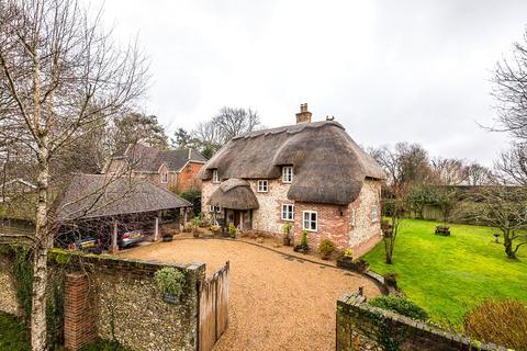 3 bedroom detached house for sale - Lasham, Alton, Hampshire, GU34