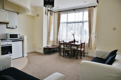 1 bedroom apartment to rent - Fairfield Avenue, Staines TW18 4AB