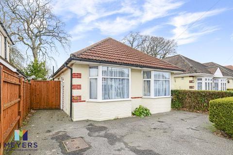 3 bedroom detached bungalow for sale - Weymans Avenue, Kinson, BH10