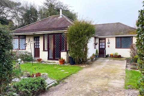 4 bedroom detached bungalow for sale - The Close, Sway, Lymington, SO41