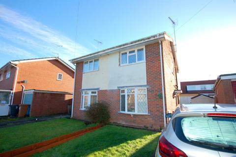 2 bedroom semi-detached house - Clare Drive, Wistaston, Crewe