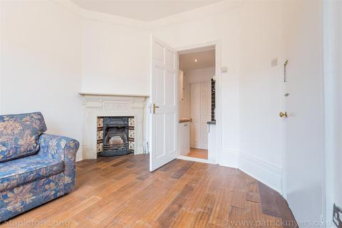 Studio to rent - Chestnut Road, West Norwood