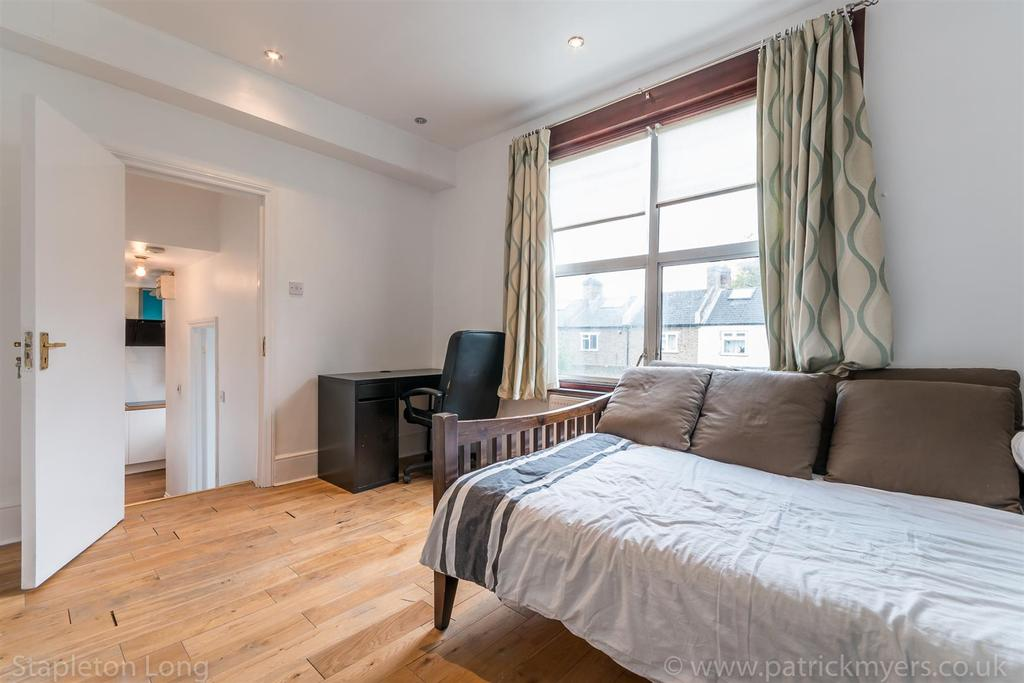 Flat 2, 20 Chestnut Road 9.jpg