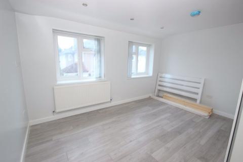 1 bedroom flat - Donnington Bridge Road