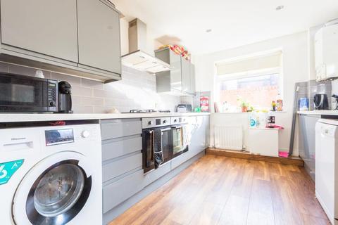 3 bedroom apartment to rent - Myrtle Grove, Jesmond