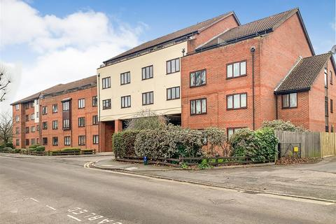 1 bedroom apartment - Sidney Road, Staines-Upon-Thames