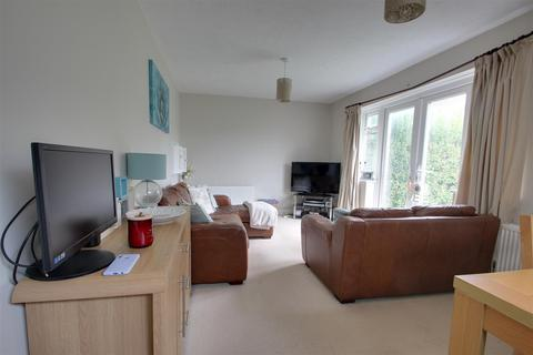 3 bedroom semi-detached house - Sunny Close, Goring-By-Sea, Worthing