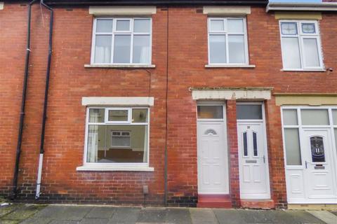 2 bedroom flat - Lilburn Street, North Shields