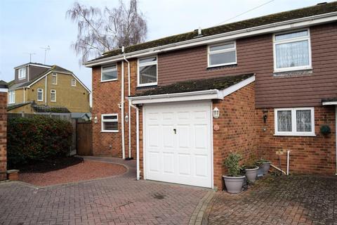 4 bedroom semi-detached house for sale - Moor Park Close, Rainham, Gillingham