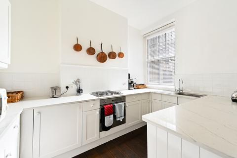 2 bedroom flat to rent - Overstrand Mansions, SW11