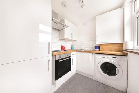 2 bedroom flat to rent - Holmesdale Road, SE25