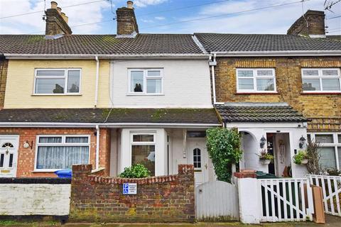 2 bedroom terraced house - Harold Road, Sittingbourne, Kent