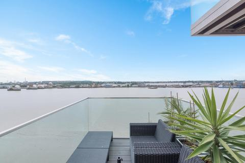 3 bedroom apartment for sale - Laker House, Royal Wharf, London, E16