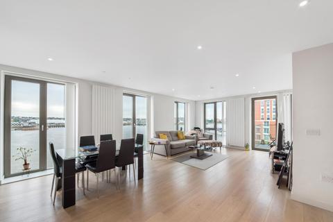 3 bedroom apartment for sale - Kelson House, Royal Wharf, London, E16