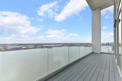 3 bedroom apartment for sale - Liner House, Royal Wharf, London, E16