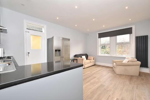 3 bedroom flat to rent - Kinsale Road